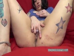 Tatted voller lexxi meyers speelt met haar kutje