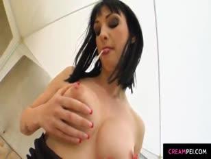 Wendy geniet van bende gezicht cum shot aanpak