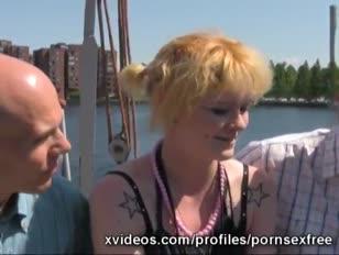 Guy verliest onschuld op pornovideo