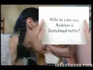 Duitse moeder helpt jeugdige tiener op mfhotmom.com te ploegen
