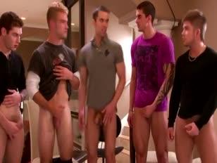 Gang-jack sessie tijdens steungroep voor homoseksuele kerels